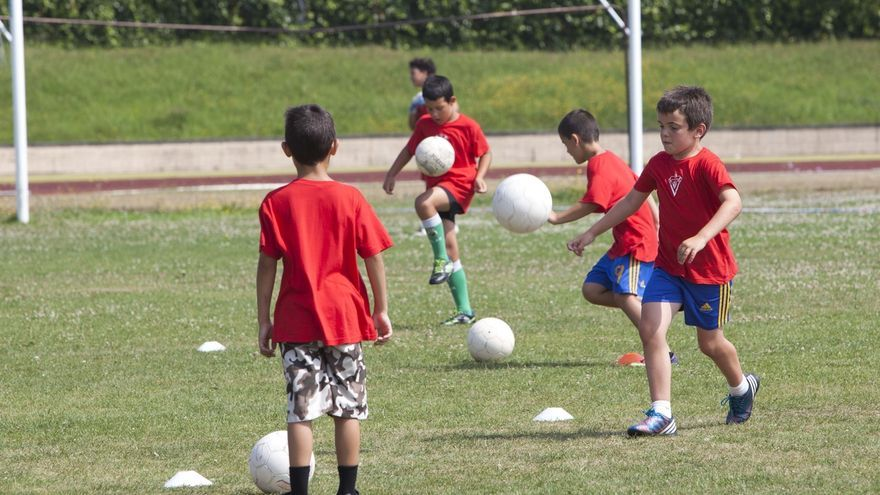 Ayuntamiento y usuarios de La Maruca acuerdan iniciar en mayo las obras del nuevo campo de fútbol