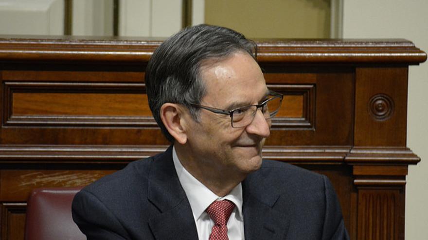 El diputado Antonio Castro, en el Parlamento de Canarias.