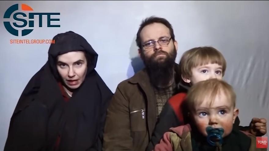 Vídeo publicado por los talibanes en diciembre de 2016 en el que muestran a la familia secuestrada.