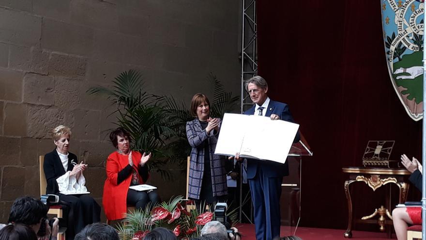Archivo - Foto de archivo de la entrega a Tomás Yerro del premio Príncipe de Viana de la Cultura 2019