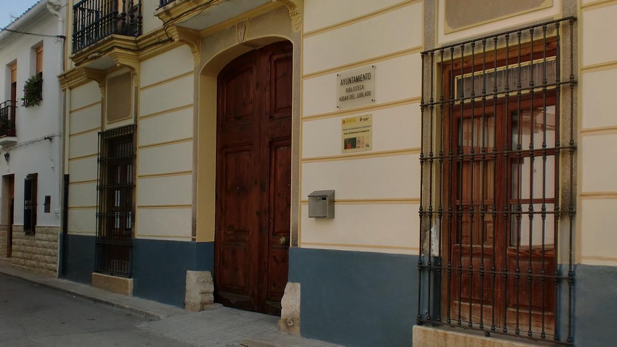 Fachada del Ayuntamiento de Macastre.