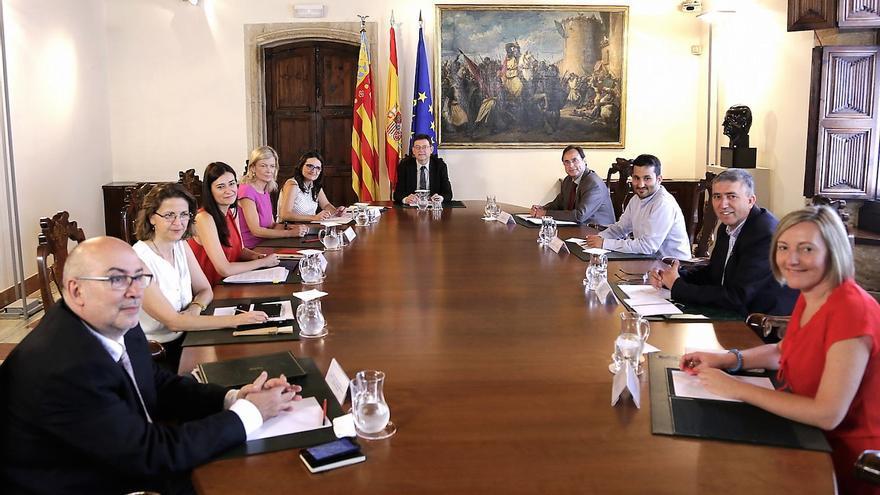 El pleno del Consell reunido en el Palau de la Generalitat
