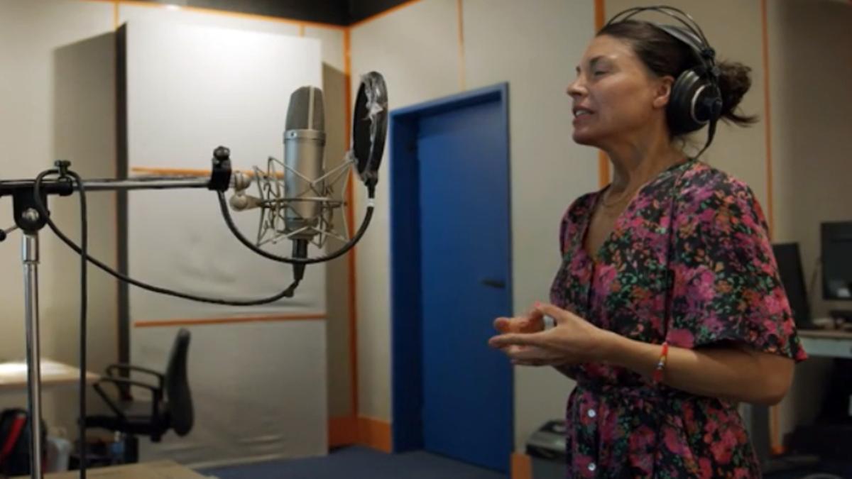 Danai Jiménez, actriz de doblaje de Sirin en 'Mujer'