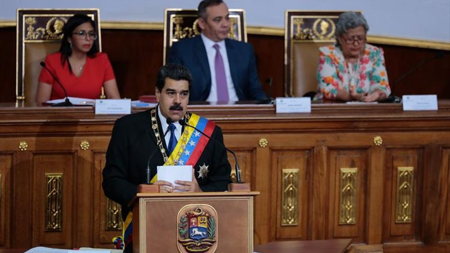 Maduro dice que está dispuesto a radicalizar el régimen para evitar el colapso económico