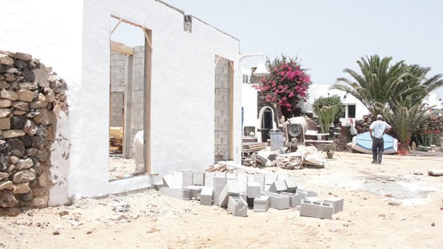 El TSJC obliga a sancionar al marido de la exalcadesa de Arrecife por construir en La Graciosa sin permiso.