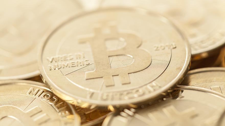 Más de 32.000 familias, atrapadas en una presunta estafa piramidal con bitcoins a través de Arbistar, una empresa con sede en Tenerife