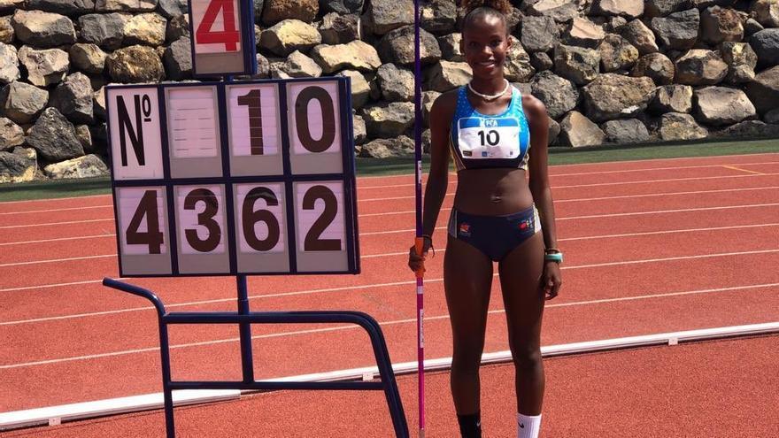 Isabel Ruiz vuelve a batir el récord de España de Jabalina en la categoría Sub 14 y lo hace en... tres metros y medio