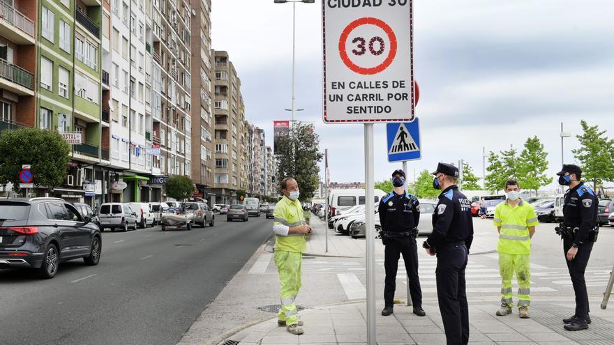 Señal de aviso de 'Santander, ciudad 30'.