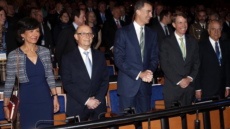 Ana Botín: seguiremos en Reino Unido aunque decidan salir de la UE