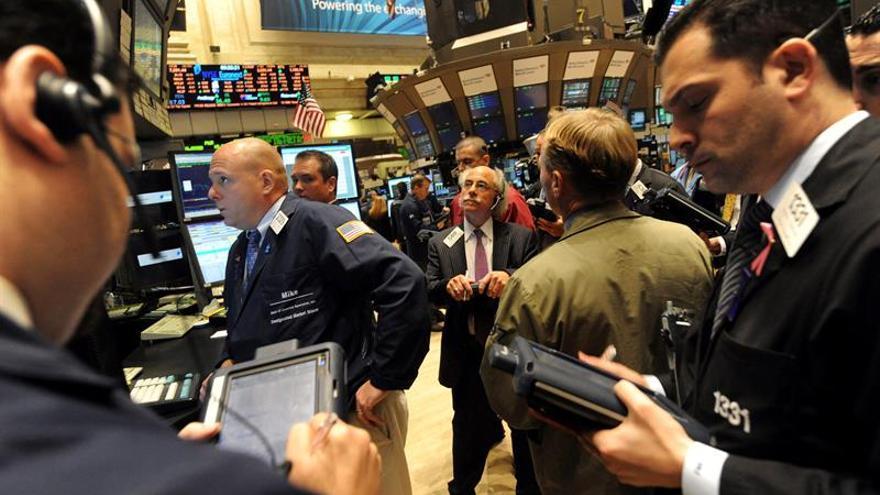 Wall Street abre con claras pérdidas y el Dow Jones baja un 1,02 por ciento