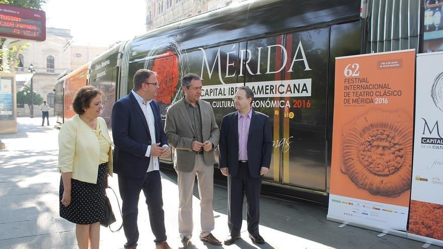 El tranvía de Sevilla paseará la imagen de la 62 edición del Festival de Teatro Clásico de Mérida