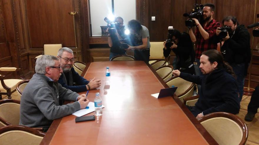 """Pablo Iglesias reitera al PSOE que no apoyará """"ni por activa ni por pasiva"""" un acuerdo con C's y """"el PP en diferido"""""""