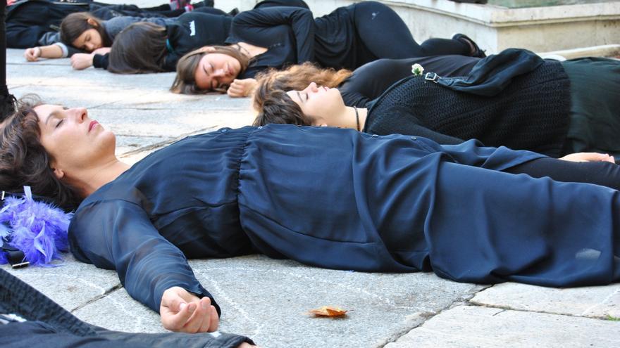 Acción Women in Black en la Marcha Estatal contra las violencias machistas. / Mercedes Domenech