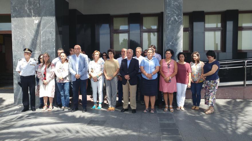 Acto celebrado en memoria del concejal de Ermúa Miguel Ángel Blanco ante la sede del Cabildo de La Palma en la Avenida Marítima de Santa Cruz de La Palma.