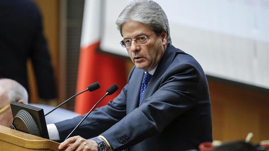 Gentiloni dice que el Gobierno continuará mientras tenga la confianza del Parlamento
