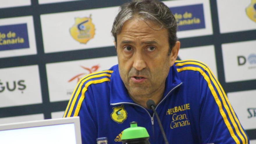 El entrenador del Herbalife Gran Canaria, Luis Casimiro. Herbalife Gran Canaria