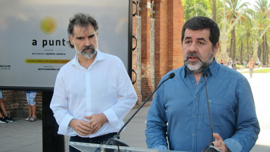"""La ANC y Òmnium piden """"unidad"""" a JxSí y la CUP ante la cuestión de confianza"""