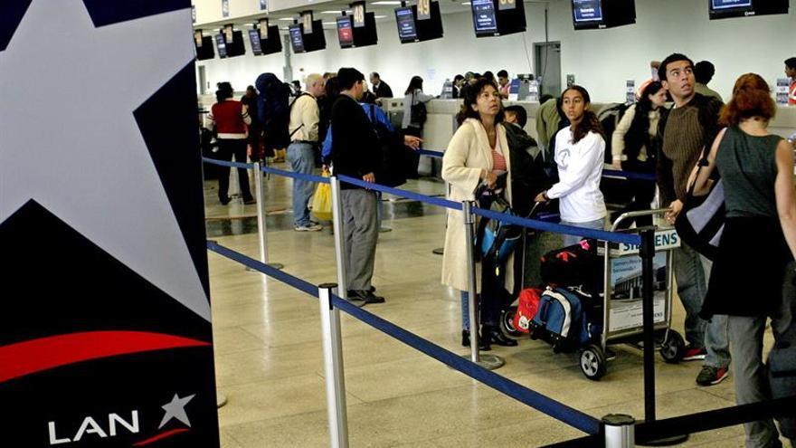 Una falsa amenaza de bomba paraliza el aeropuerto de la segunda mayor ciudad de Perú