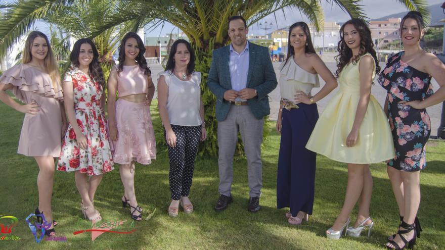 Las candidatas junto al alcalde, Jonathan Felipe, y la concejal de Fiestas, Patricia Ayut.