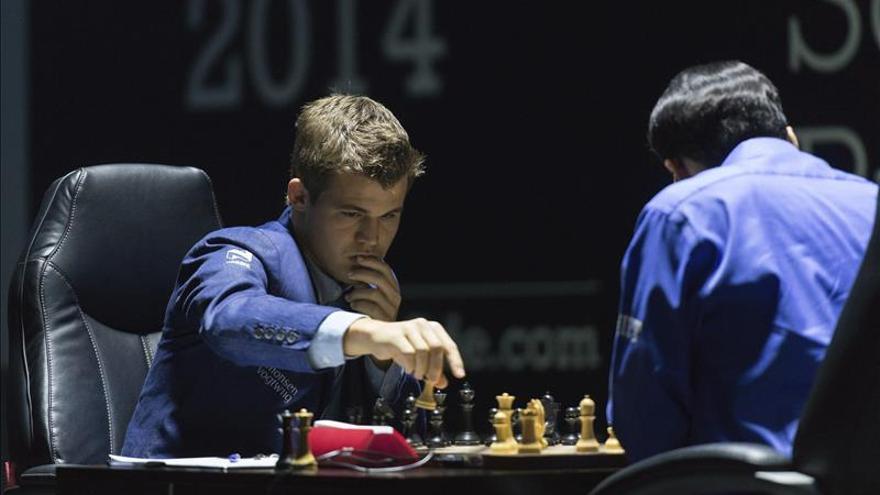 Carlsen y Anand firman tablas en la décima partida del Mundial de Sochi
