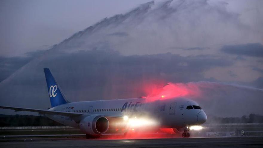 Irán firma un nuevo contrato con Boeing para adquirir 60 aviones