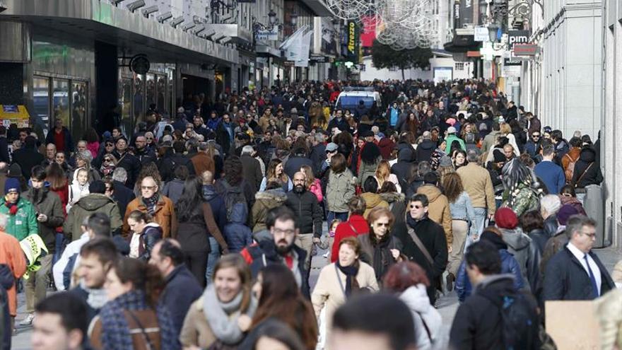 España pierde 63.289 menores de 10 años y gana 60.207 mayores de 80 en 2015