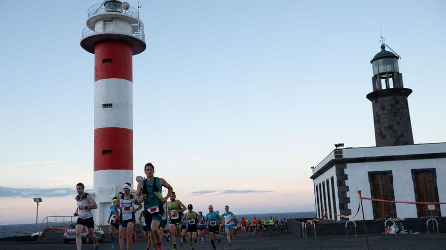 Inicio de la Media Maratón Plátano de Canarias en el Faro de Fuencaliente. Foto: Transvulcania