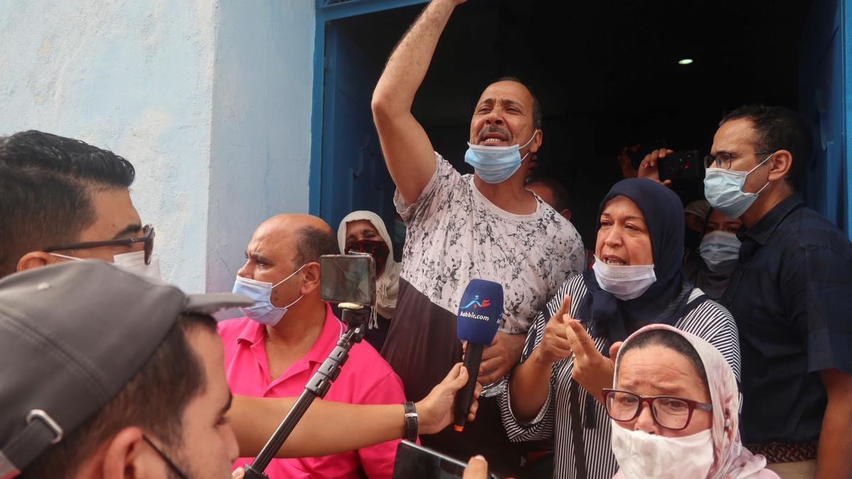 Milesde trabajadores transfronterizos de la región deNador, Marruecos, viven desde hace meses una profunda crisis por el cierredrástico de lafronteraterrestre.