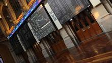 El IBEX 35 sube un 0,67 % y roza los 9.900 puntos por el impulso de la banca