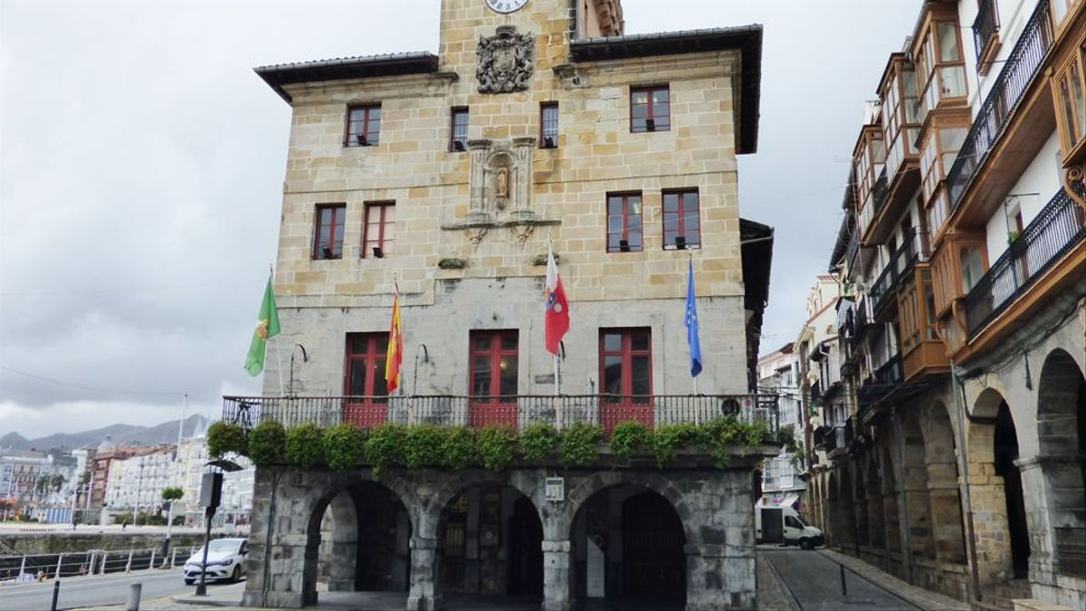 Exterior del Ayuntamiento de Castro Urdiales.