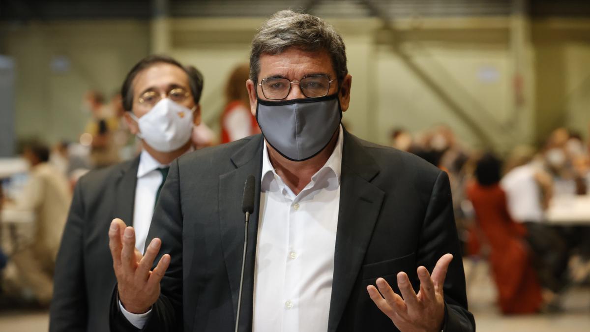 El ministro de Inclusión, Seguridad Social y Migraciones, Jose Luis Escrivá (d), en una imagen de archivo. EFE/ Zipi