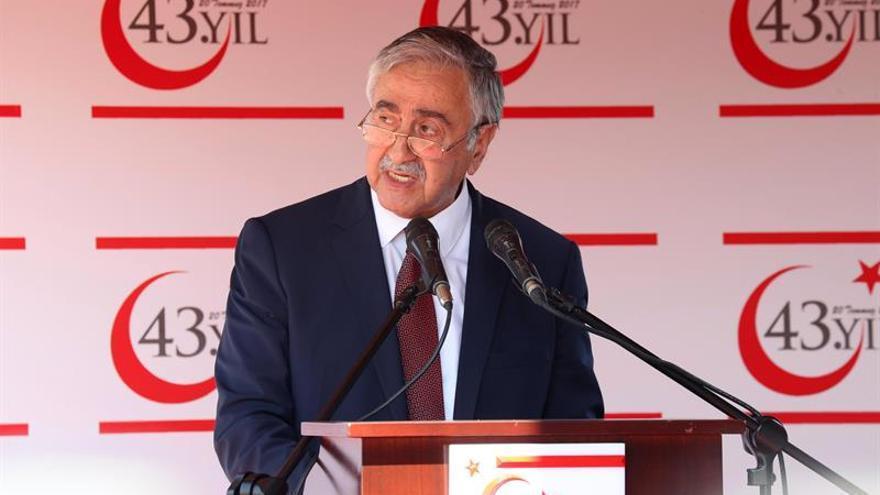 """El líder turcochipriota pide """"realismo"""" para reactivar el proceso de reunificación"""