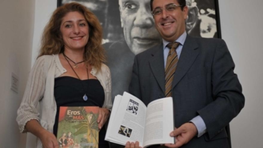 La directora de la Fundación Picasso, Lourdes Moreno, y el delegado municipal de