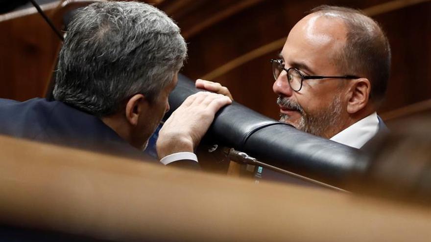 El PSOE pacta con el PDeCAT una moción que insta al diálogo dentro de la ley