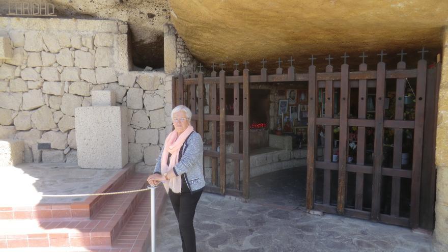 María Victoria Hernández en la Cueva del Santo Hermano Pedro.