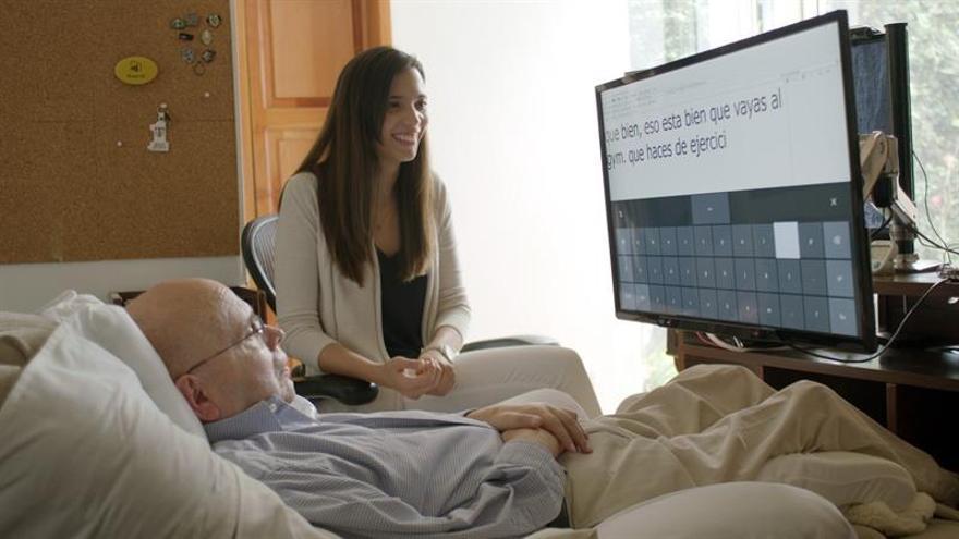 Tecnología permite a un paciente con esclerosis controlar un ordenador con la vista