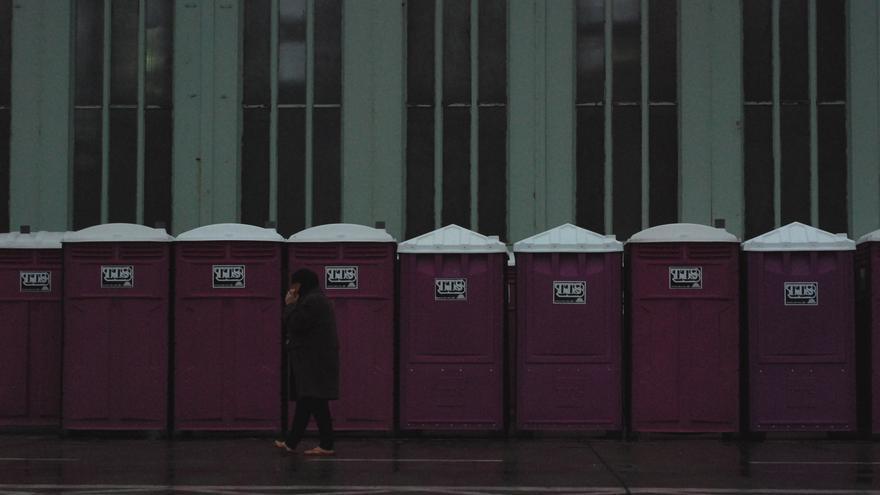 Las únicas cabinas de baño en uso hasta el momento no cuentan con la higiene adecuada