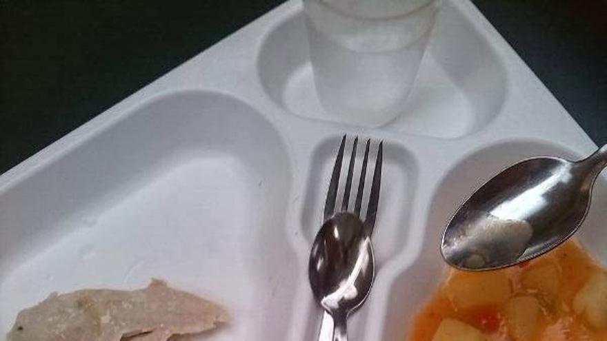 El menú, sin el postre, de un comedor de un colegio de Zaragoza.