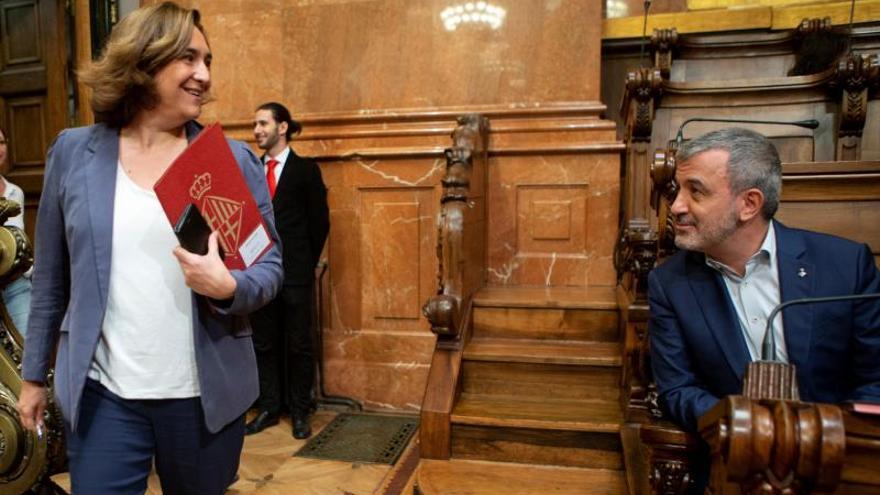Ada Colau y Jaume Collboni, en el último pleno del actual mandato