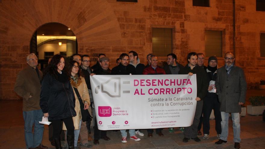 UPyD protagoniza un acto contra la corrupción frente a Les Corts Valencianes