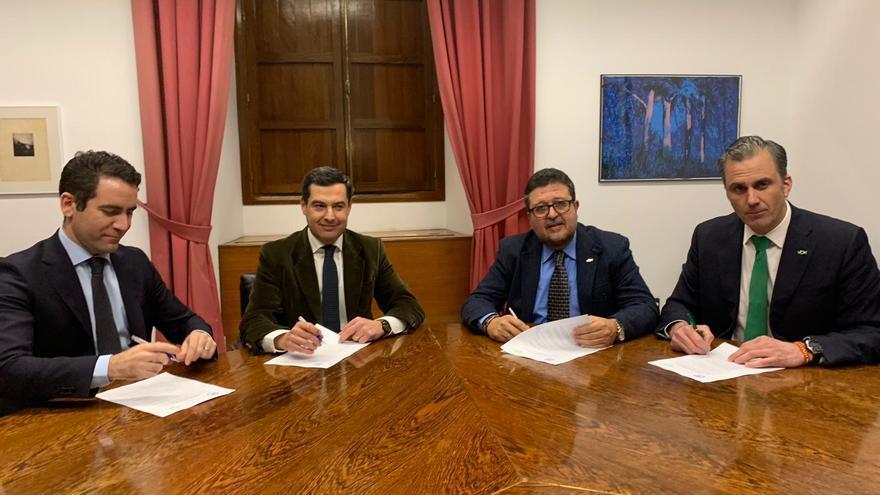 Firma del acuerdo entre los representantes de PP y Vox.