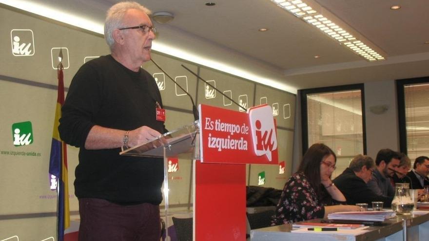 """Cayo Lara pide un """"acuerdo entre iguales"""" con Podemos y cree que nadie debe """"renunciar a su nombre"""""""