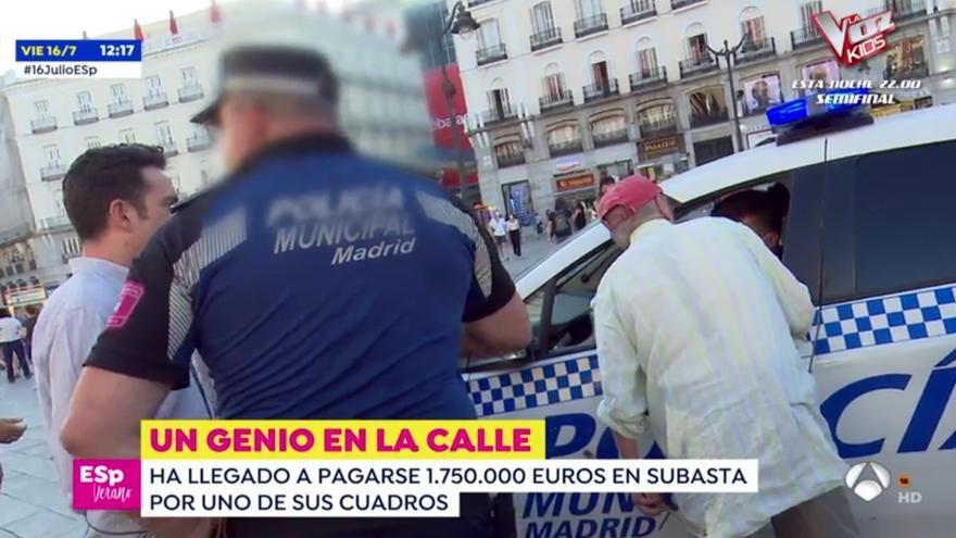 Antonio López es preguntado por la policía por sus papeles
