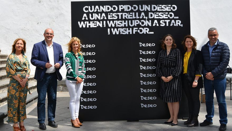 Acto de inauguración en la plaza de España de la iniciativa 'Cuando pido un deseo a una estrella, deseo…'  enmarcada en el festival Astrofest.