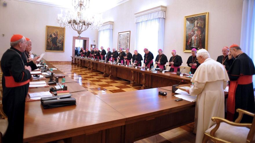 Imagen de la reunión que se celebró en el Vaticano para abordar los abusos sexuales de sacerdotes a niños en Irlanda / Osservatore Romano