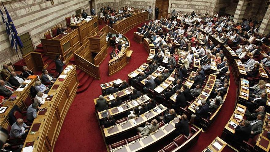 Los nuevos ministros del Gobierno griego juran el cargo tras la remodelación