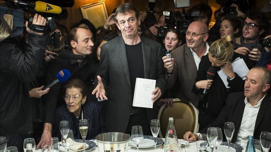 """El escritor Pierre Lemaitre gana el Goncourt con """"Au revoir là-haut"""""""