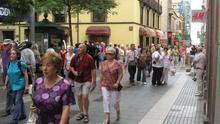 Imagen de archivo con turistas recorriendo el centro de Santa Cruz de Tenerife