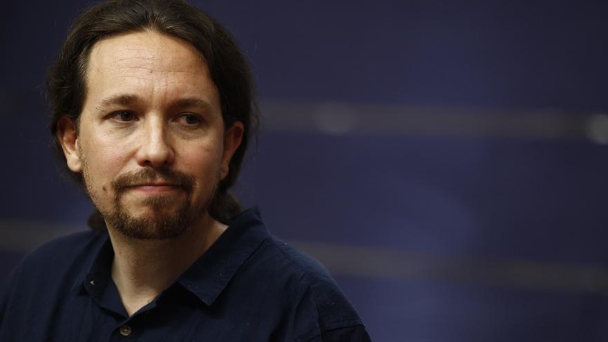 """Pablo Iglesias avisa al PSOE de que los resultados del 25S le obligan a mirar """"de igual a igual"""" a Podemos"""