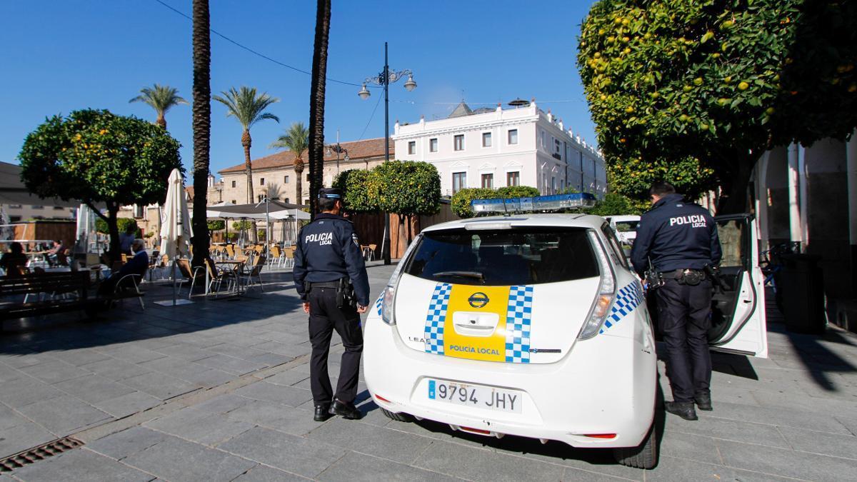 Agentes de la Policía Local de Mérida en una foto de achivo
